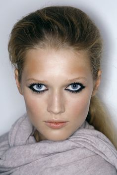 (18) toni garrn | Tumblr Toni Garrn, Hair Makeup, Lips, Makeup Ideas, Face, Beauty, Hairdos, Party Hairstyles, The Face