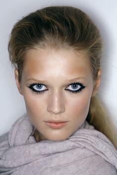 (18) toni garrn | Tumblr Toni Garrn, Hair Makeup, Lips, Makeup Ideas, Face, Beauty, Facepaint Ideas, Party Hairstyles, The Face