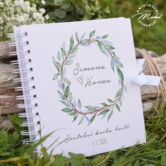 Album do kterého mohou Vaši svatební hosté zapsat své dojmy, pocity z Vaší svatby a přání do Vašeho života. Nádherná vzpomínka, kterou budete i po letech rádi pročítat.   Kniha je tvořena 40 ks vnitřních bílých listů (80 stran) o vysoké gramáži 220gms.  Jednotlivé listy jsou spojeny kvalitní kroužkovou vazbou v pevných knižních deskách.  Každá kniha je osobní, protože obsahuje Vaše jména a datum svatby.  Rozměr 20,3x20,3 cm. Pictures, Photograph Album