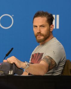 The Legend press conference at the Toronto International Film Festival took an unexpected turn when a reporter questioned Tom Hardy about his sexuality. Tom Hardy Beard, Tom Hardy Hot, Most Beautiful Man, Gorgeous Men, Hello Gorgeous, Tom Hardy Legend, Ideal Man, Tommy Boy, Leonardo Dicaprio