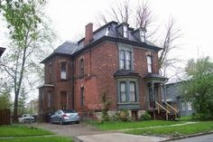 These are some pictures of Detroit houses I took a few years ago. Detroit has a rich history of architectural masterpieces that you don't find in homes of today. Detroit Houses, Michigan, Mansions, Architecture, House Styles, City, Pictures, Home Decor, Arquitetura