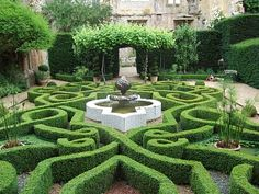 Tudor garden at Sudeley Castle. The tomb of Catherine Parr is at Sudeley.
