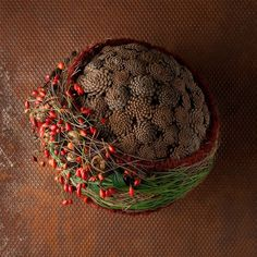 Pine cones as a Christmas tree Pine cones as a Christmas … – Flowers Christmas Floral Designs, Christmas Flowers, Natural Christmas, Winter Christmas, Christmas Wreaths, Christmas Bulbs, Christmas Crafts, Christmas Decorations, Deco Floral