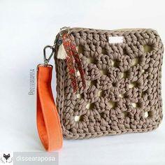 18 ideas for crochet bag zpagetti ideas Crochet Wallet, Crochet Coin Purse, Crochet Pouch, Crochet Purses, Love Crochet, Diy Crochet, Crochet Crafts, Crochet Motifs, Crochet Granny