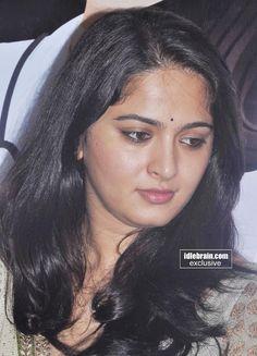 Beautiful Girl Indian, Beautiful Gorgeous, Beautiful Indian Actress, Anushka Photos, Anushka Images, Long Indian Hair, Actress Anushka, Face Photo, Cute Girl Pic