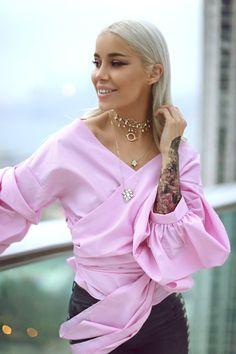 Only Fashion, Fashion Beauty, Girl Fashion, Womens Fashion, Hong Kong, Fall Outfits, Bell Sleeve Top, Ruffle Blouse, Blonde Honey