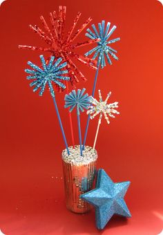 Plastic straws and glitter fireworks drinking straw crafts, of july fireworks, fourth of Diy Arts And Crafts, Paper Crafts, Diy Crafts, Blue Crafts, Patriotic Crafts, Patriotic Decorations, 4th Of July Fireworks, Fourth Of July, Recycled Crafts