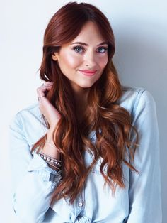Love this shade of ronze hair! Copper red. Dark auburn hair.                                                                                                                                                                                 Más