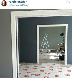 Ladypurecolor jotun valmuefrø og stpaulsblue St Pauls Blue, Interior Paint Colors, Interior Design, Nordic Living, Blue Bedroom, Master Bedroom, Simple House, Sofa Design, House Colors