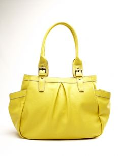 I love this bag! And it's on sale. I wish I could see how big it is in person.