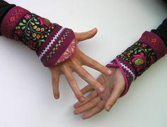 Manchettes/mitaines - slaves/russe/ethniques - rose, prune, bordeaux - fleurs - hiver - nouvelle collection : Mitaines, gants par anjes Prune, Fingerless Gloves, Arm Warmers, Bordeaux, Detail, Etsy, Couture, Projects, Gloves