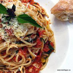 Spaghetti With Tomato and Basil - Kalofagas - Greek Food & Beyond - Kalofagas - Greek Food & Beyond