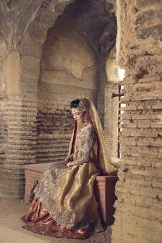 Luxury Indian Lehenga dresses can be worn on wedding event or wedding parties have a look at some of the chosen best designs for you from the gallery below. Pakistani Couture, Pakistani Wedding Dresses, Indian Wedding Outfits, Pakistani Outfits, Bridal Outfits, Indian Dresses, Wedding Attire, Pakistan Wedding, Desi Wedding