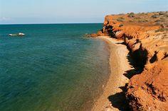 Isla de Coche. Al sur de Margarita, se encuentra esta árida isla. Coche se eleva a 60 metros sobre el nivel del mar, tiene 11 Km. de longitud y 6 Km. de ancho.