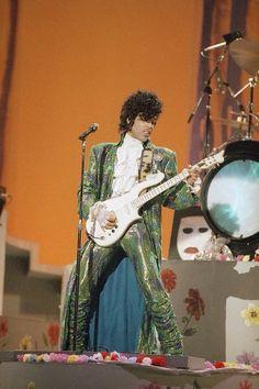 Rare photo of the 'Purple Rain' performance at the 1985 American Music Awards.