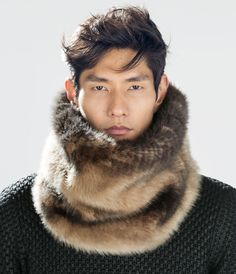 It's cold, but not in this scarf. Gq Fashion, Winter Fashion, Latest Mens Wear, Mens Fur, Fur Accessories, Fabulous Furs, Zara Man, Good Looking Men, Fur Collars