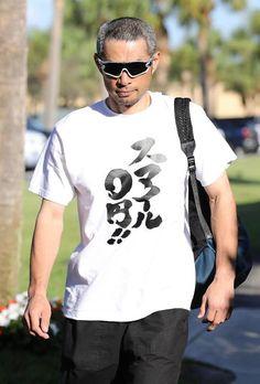 イチロー選手のキャンプ中の面白いTシャツ一覧まとめ   こぐま速報 Ichiro Suzuki, Buy T Shirts Online, Baseball Players, Funny Tshirts, Graphic Tees, Shirt Designs, Guys, Japanese Quotes, Mens Tops