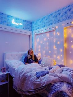 See more of teenthings's VSCO. Teen Room Decor, Room Ideas Bedroom, Bedroom Decor, Bedroom Inspo, Chill Room, Cozy Room, Dorm Room Designs, Neon Room, Aesthetic Room Decor