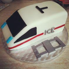 Train cake Kitchen Appliances, Train, Cakes, Diy Kitchen Appliances, Home Appliances, Cake Makers, Kuchen, Cake, Pastries