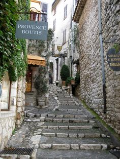 Saint Paul de Vence, en Provence - Narrow, winding streets reveal elegant fountains, vine-covered stone walls and statues tucked into nooks in the walls. The Places Youll Go, Places To See, Places Ive Been, Visit France, South Of France, Wonderful Places, Beautiful Places, Beautiful Sites, Provence France