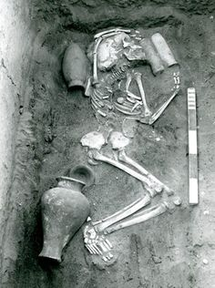 Early excavation at Saqqara showing a typical burial.