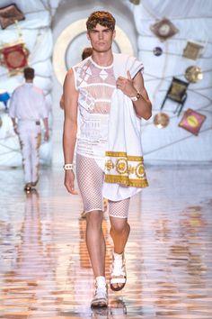 Look 19 - #Versace Men's Spring/Summer 2015 fashion show. #VersaceMenswear