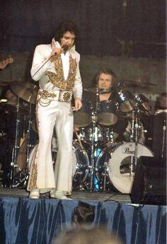 ..Elvis Presley 1977 Larrie Londin on drums