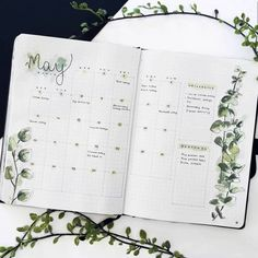 A little bullet journal inspiration to get those creative vibes flowing this weekend! Bullet Journal Planner, Digital Bullet Journal, Bullet Journal Monthly Spread, Bullet Journal Notebook, Bullet Journal Inspo, Bullet Journal Ideas Pages, Bujo Monthly Spread, Bullet Journal Yearly Overview, Bullet Journal Format