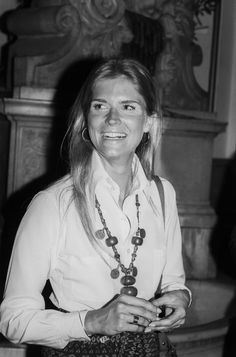 Candice Bergen Always a California girl—made sun-kissed hair, clean skin, and defined lashes her signature.