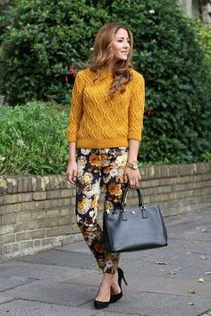 floral pants and mustard sweater Sexy Winter Outfits, Stylish Work Outfits, Winter Skirt Outfit, Floral Pants Outfit, Estilo Glamour, Animal Print Pants, Fashion Corner, Fashion Pants, Preppy Fashion