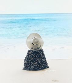 No automatic alt text available. Beach Images, Beach Pictures, Hijab Fashion Summer, Casual Hijab Outfit, Stylish Girls Photos, Arab Fashion, Hijabi Girl, Fashion Themes, Fashion Couple