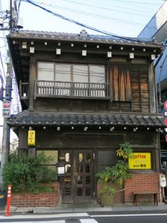 谷中 カヤバ珈琲 レトロな喫茶店 Japanese Buildings, Japanese Architecture, Tokyo Kitchen, Cafe Japan, Old Fashioned House, Japanese Apartment, Japan Store, Cafe Concept, Retro Cafe