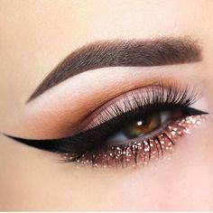 Maquiagem com glitter e delineado gatinho   pinterest ↠ @dessrosa