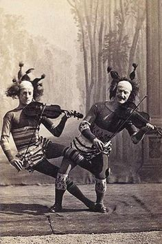 vintage everyday: 24 Haunting Photos of Vintage Circus May Give You a Nightmare Vintage Circus Performers, Vintage Circus Photos, Images Vintage, Vintage Pictures, Vintage Photographs, Vintage Clown, Old Circus, Night Circus, Circus Acts