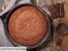 La recette du meilleur gâteau au chocolat que les grands chefs adorent Great Desserts, Köstliche Desserts, Gluten Free Desserts, Dark Chocolate Cakes, Homemade Chocolate, Potato Candy, Wacky Cake, Cake Stock, Baking Tins
