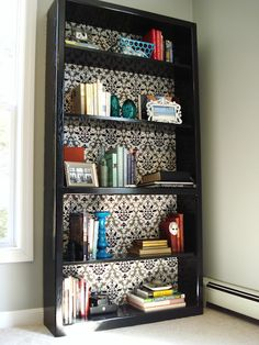 Cool DIY bookcase makeover (love the she. - Cool DIY bookcase makeover (love the shelf arrangements) - Cool Diy, Home Office Decor, Diy Home Decor, Office Ideas, Bookcase Makeover, Bookshelf Diy, Small Bookshelf, Shelf Arrangement, My Living Room