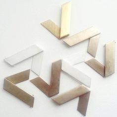 2/2 No podemos evitar ponernos a jugar con las piezas antes de terminarlas!!! También queremos nuestro propio panel de azulejos. ...!   playing with jewelry! ! . . #LePAGoN #joyas #Madrid #handmade #jewelry #design #minimal #plata #silver #bling #diseño #white #abstract #simple #designer #art #line #geometry #puzzle #bijoux #taller #atelier