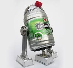 Anybody wants Heineken robot? Imagine yourself laying on the sofa after hard workday and Heineken robot next to you filling your pint with cold beer. Homemade Robot, Beer Can Art, R2d2, Beer Keg, Beer Cans, Retro Robot, Vintage Robots, Arte Robot, Found Object Art