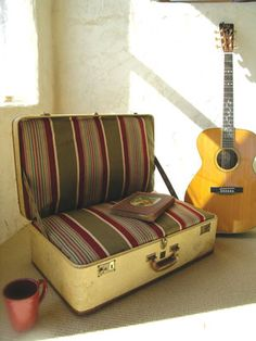 This: Suitcase Chair - DIY Projects - Natural Home & Garden Suitcase Chair - Turn old luggage into extra seating with this suitcase chair project. For the guest bedroom or attic hideaway, this suitcase chair is perfect impromptu seating. Pull it o Homemade Furniture, Diy Furniture, Vintage Furniture, Furniture Design, Suitcase Chair, Chaise Diy, Old Luggage, Old Suitcases, Diy Chair