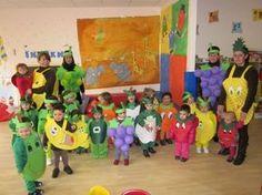 niños y niñas de la escuela infantil de Becerreá con sus disfraces de frutas