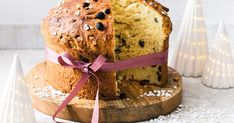 Dieses luftige Hefegebäck wird nicht nur in Italien gerne auf Festen verschenkt. Auch in Deutschland ist der Panettone ein beliebter Kuchen zur Weihnachtszeit. Mit unserem Rezept kannst du ihn ganz einfach selber backen und damit deine Liebsten begeistern. Panettone Rezept, Baking Recipes, Cake Recipes, Pet Water Fountain, Cake & Co, Xmas Food, Easy Cooking, Sweet Recipes, Nom Nom