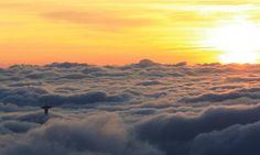 Rio de Janeiro - Cristo Redentor paira sobre nuvens no amanhecer - 2015