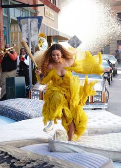 In honor of National Lemonade Day on August Beyonce released new 'Lemonade' merch — see the best pieces here Estilo Beyonce, Beyonce Style, Beyonce And Jay Z, Beyonce Crazy, Poker Face, Beyonce Lemonade Visual Album, Musica Lady Gaga, Miss Americana, Taylor Swift