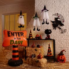 Halloween is about getting spooked. And that usually means you require scary Halloween decorations. Halloween offers an opportunity to pull out all the decorating stop. So get ready to spook up your home with some spooky Halloween home decor ideas below. Halloween Designs, Halloween Town, Spooky Halloween Decorations, Adult Halloween Party, Halloween Celebration, Halloween Home Decor, Halloween Birthday, Holidays Halloween, Scary Halloween