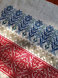 布こもの | nu+ note Cross Stitching, Cross Stitch Embroidery, Hand Embroidery, Embroidery Designs, Cross Stitch Designs, Cross Stitch Patterns, Cross Stitch Geometric, Palestinian Embroidery, Japanese Embroidery