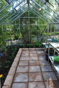 I like the interior of this greenhouse