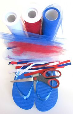DIY Tied Ribbon Tutu Flip Flops Tutorial - Easy to make and no hot glue to mess . - DIY Tied Ribbon Tutu Flip Flops Tutorial - Easy to make and no hot glue to mess . July Crafts, Summer Crafts, Patriotic Crafts, Ribbon Flip Flops, Flip Flops Diy, Flip Flop Craft, Ribbon Tutu, Decorating Flip Flops, Flip Flop Wreaths