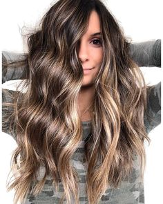 Haare Tips On How To Curl Hair Using Hot Rollers Want to get those perfect curls in your hair, but a Brown Hair Balayage, Hair Highlights, Ombre Hair, Balage Hair, Red Hair, Pretty Hairstyles, Formal Hairstyles, Wedding Hairstyles, Men's Hairstyle