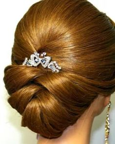 Wedding Hairstyles For Long Hair Bridal updo. Wedding hairstyles for medium long hair. Feathered Hairstyles, Messy Hairstyles, Wedding Hairstyles, Arabic Hairstyles, French Hairstyles, Wave Hairstyles, Updos Hairstyle, Quinceanera Hairstyles, Brunette Hairstyles