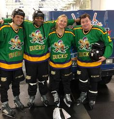 Kenan Thompson and cast hit the ice for a 'Mighty Ducks' reunion Mighty Ducks Quotes, D2 The Mighty Ducks, 90s Movies, Comedy Movies, Good Movies, Ducks Hockey, Hockey Gear, Duck Memes, Kenan Thompson